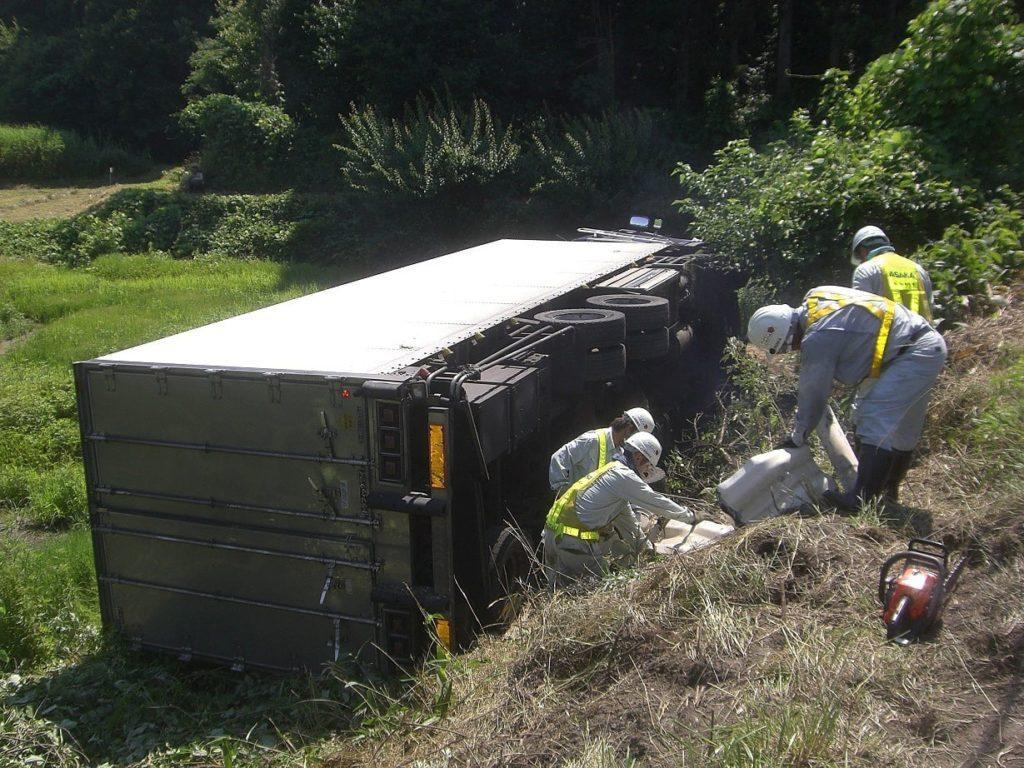 事故対応 トラック横転事故